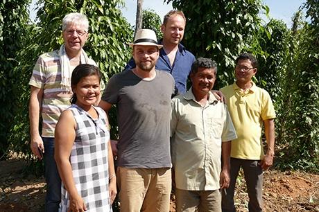 Auf der Bio-Pfefferfarm in Kambodscha